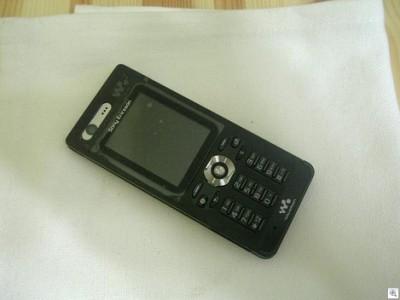 Sony Ericsson W880 с полностью черным корпусом