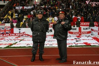 Английские болельщики группками нападают на российских
