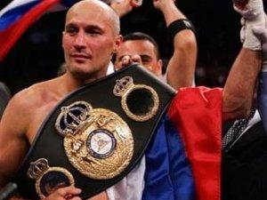 Роман Кармазин вновь стал чемпионом мира по боксу