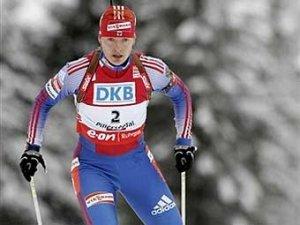 Российские биатлонистки выиграли серебро в эстафете