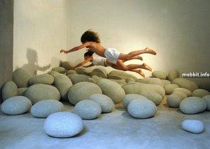Оригинальные подушки в виде камней (12 фото)