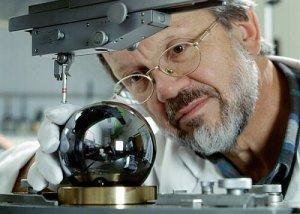 Ученые подсчитают количество атомов в одном килограмме