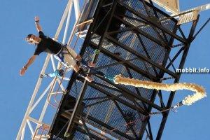Экстремальные прыжки с банджи – на веревке из презервативов!