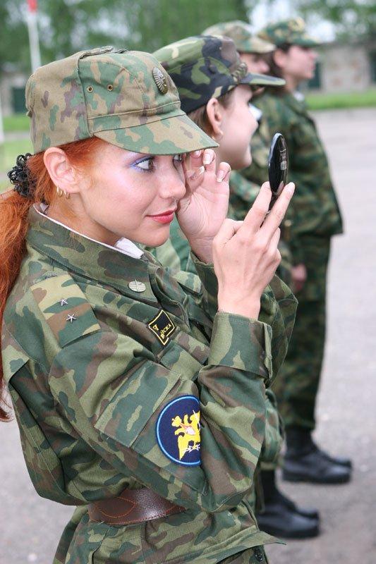 Девушка в военной форме трахается фото 382-6