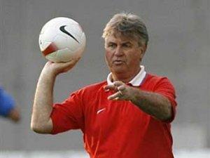 Гуус Хиддинк назвал предварительный состав на Евро-2008