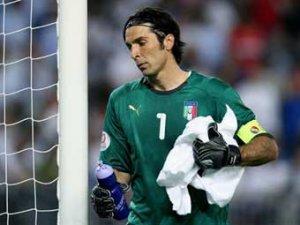 Буффона обвинили в поражении сборной Италии по пенальти