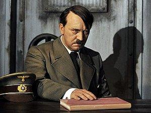 Оторвавший голову воскового Гитлера немец избежит штрафа