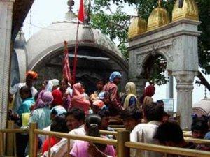 Число жертв давки у храма в Индии выросло до 145 человек