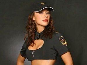"""Немецких женщин-полицейских теперь будет защищать """"супербюстгальтер"""""""