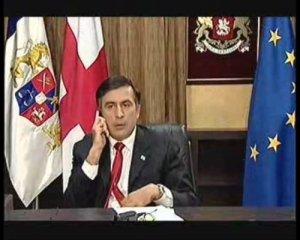 Саакашвили жуёт свой галстук в прямом эфире