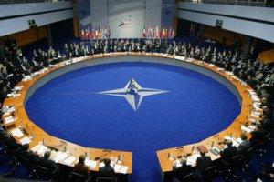 НАТО: гора родила мышь (Обзор прессы)