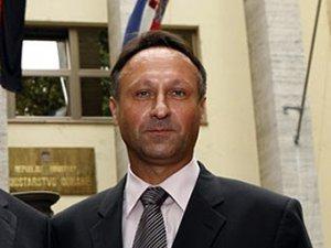 Кошка министра обороны Хорватии ездила к нему в гости на служебной машине