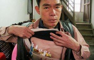 C дыркой в груди (2 фото)