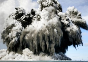 В акватории Королевства Тонга произошло извержение подводного вулкана