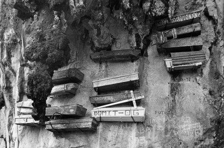 Наскальные гробы (8 фото)