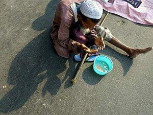 Бангладешцам запретили попрошайничать