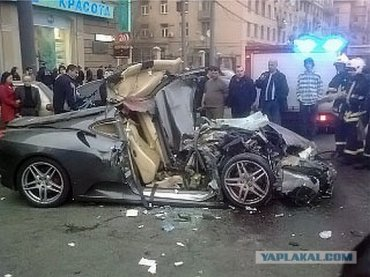 ДТП на Кутузовском: Феррари в хлам (4 фото)