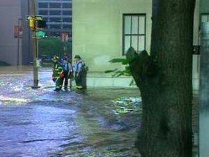 Центр Балтимора затопило из-за прорыва водопровода