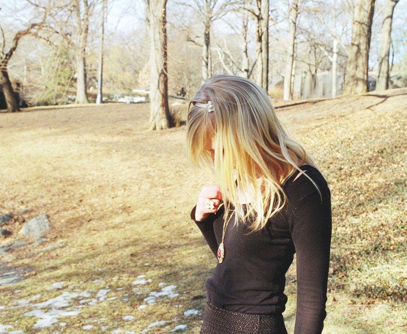 foto-blondinki-s-parnem-szadi