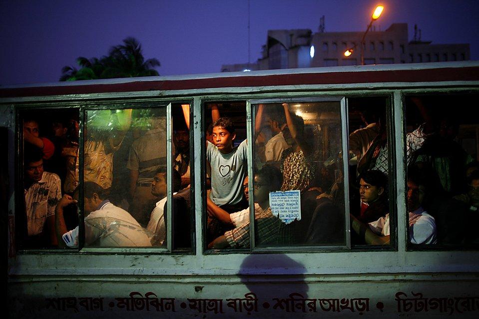 Прижал в автобусе телку 26 фотография