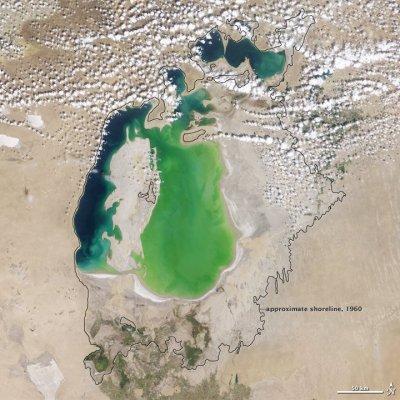 Как мельчает Аральское море (15 фото)