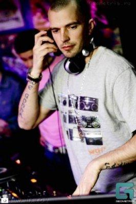 Погиб DJ DLee