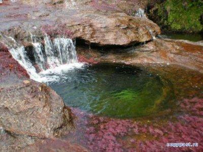Радужная река (18 фото)