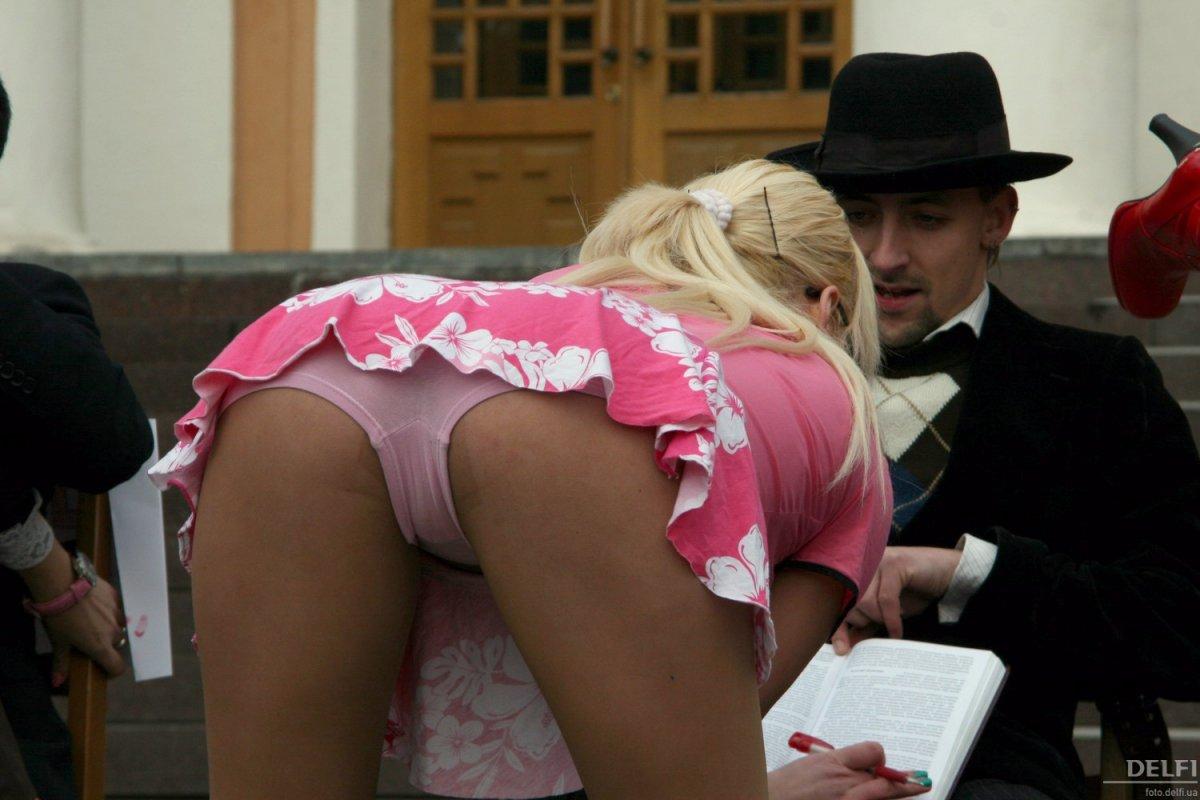 Студентки сдают экзамен за секс