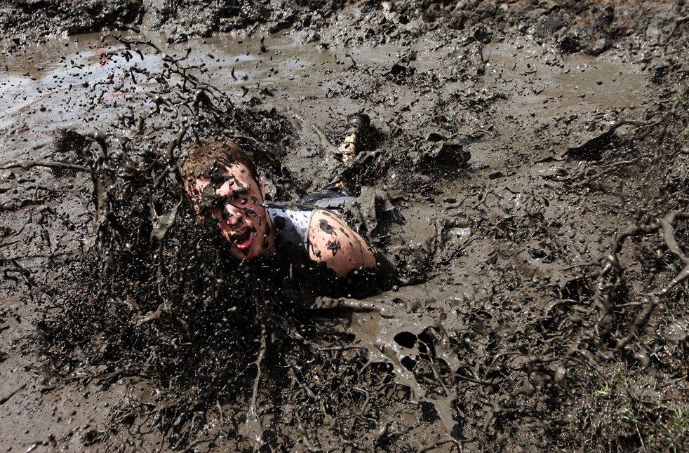 Секс в луже грязи168