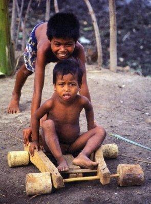 Игрушки детей из бедных стран