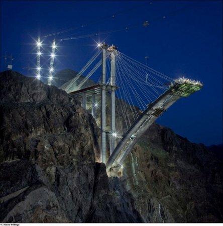 Огромный мост через Черный каньон