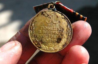 В одесском пруду нашли целый мешок медалей «50 лет Победы в Великой Отечественной войне»