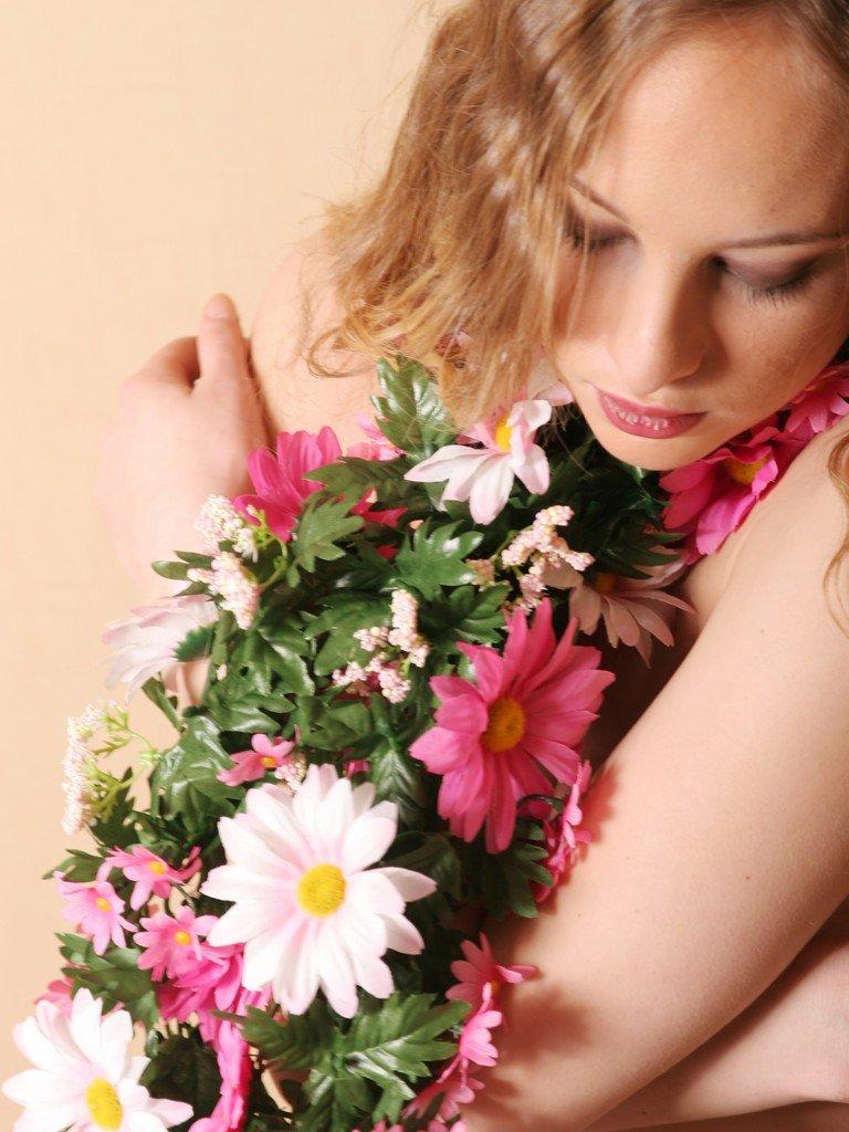 Фото девушки цветы