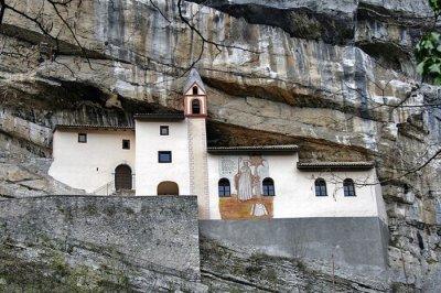 Дом в скале (12 фото)