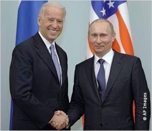 Шантаж: вице-президент США угрожал Путину революцией, если он пойдёт на выборы