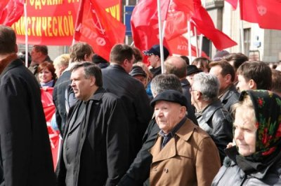 Зюганов пообещал создать комиссию для расследования смерти Илюхина