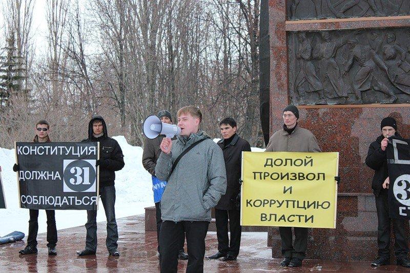 Стратегия-31 у памятника Чапаеву