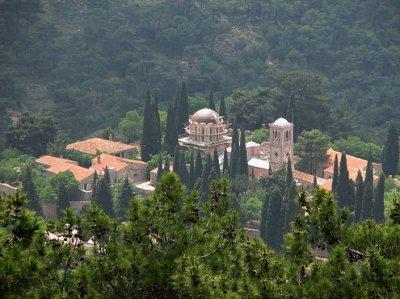 Греческие традиции, или Зачем на Пасху стреляют пушки?
