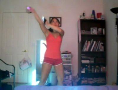 Танец со светящимися палочками. Немного рейва.