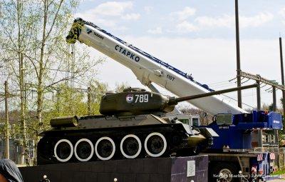 Танк Т34 - памятный знак труженикам тыла в годы войны