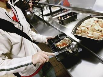 Школьники смогут заказывать обеды в столовой через интернет