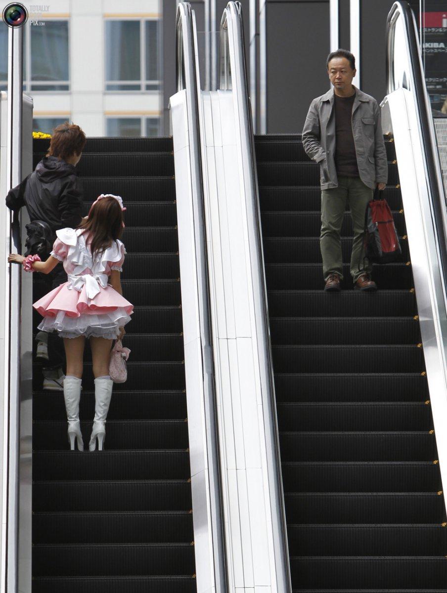 японка транс в метро: