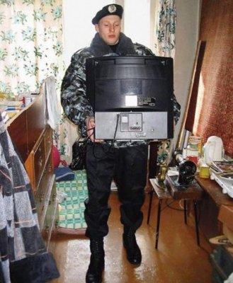 В Чебоксарах должник запер в своей квартире судебных приставов