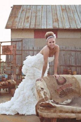 В США прошел конкурс на лучшее свадебное платье из туалетной бумаги