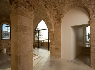 Квартира в старинном замке (19 фото)