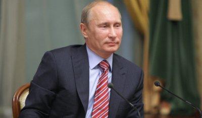 Путин повысил зарплату бюджетникам