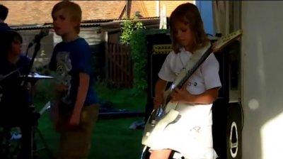 Metallica - Enter Sandman (в исполнении детской группы)