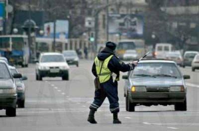 В Новочебоксарске сотрудник ДПС попал под колеса правонарушителя