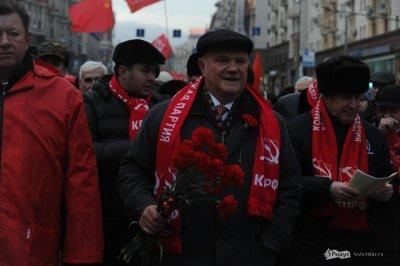 Коммунисты отметили годовщину революции традиционным шествием