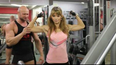 Упражнения для девушек. Накачка бицепса